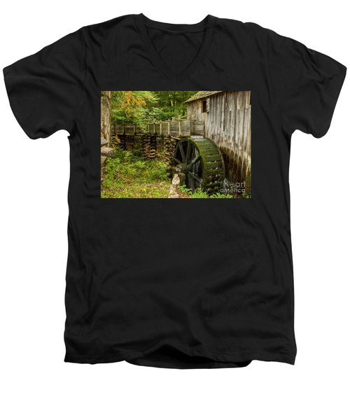 Cable Mill Cades Cove Men's V-Neck T-Shirt