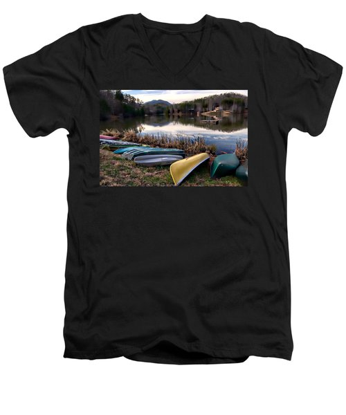 Canoes In Nc Men's V-Neck T-Shirt