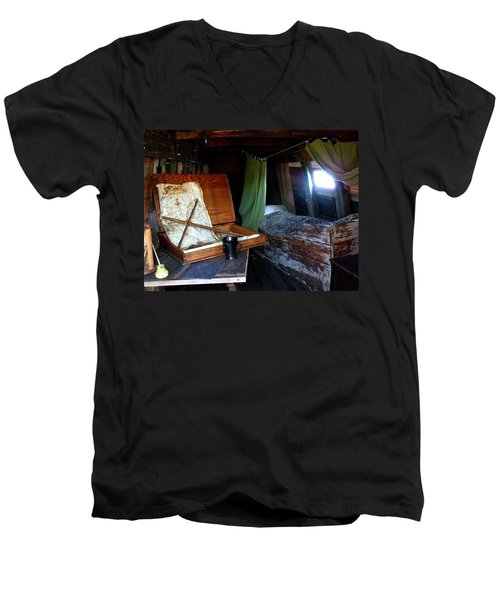 Captain's Quarters Aboard The Mayflower Men's V-Neck T-Shirt
