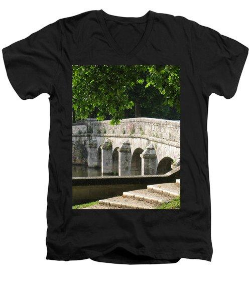 Chateau Chambord Bridge Men's V-Neck T-Shirt