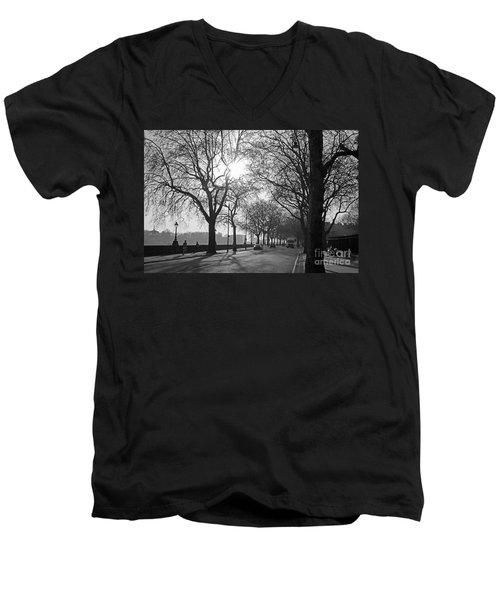 Chelsea Embankment London 2 Uk Men's V-Neck T-Shirt