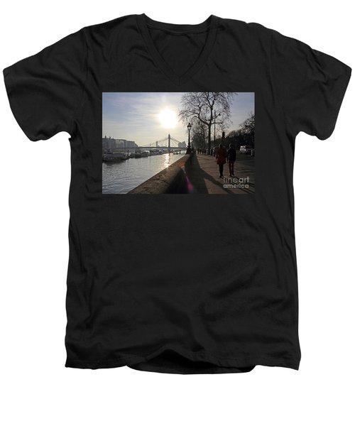 Chelsea Embankment London Uk Men's V-Neck T-Shirt