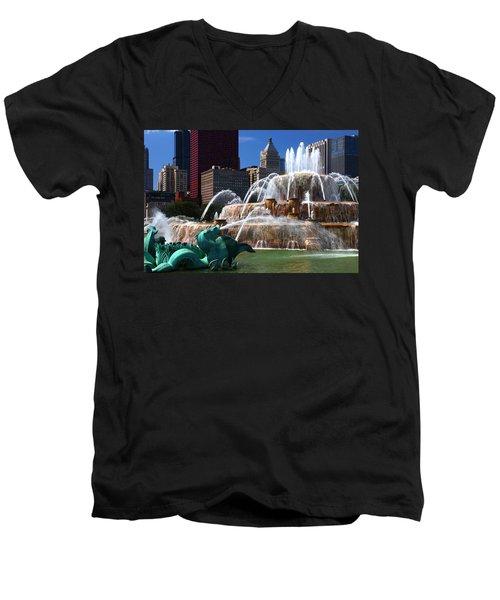 Chicago Skyline Grant Park Fountain Men's V-Neck T-Shirt