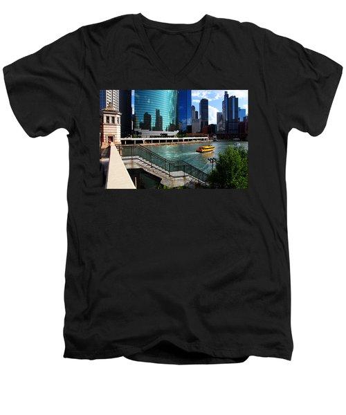 Chicago Skyline River Boat Men's V-Neck T-Shirt