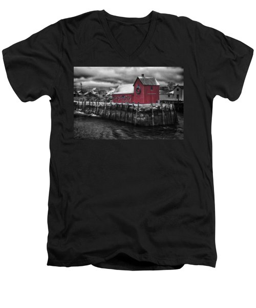 Christmas In Rockport New England Men's V-Neck T-Shirt by Jeff Folger