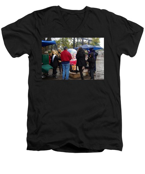 Christmas People Cold And Muddy Men's V-Neck T-Shirt