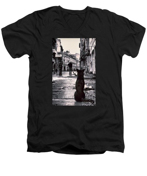 City Streets And The Theory Of Waiting Men's V-Neck T-Shirt