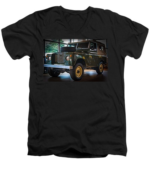 Classic 1969 Land Rover Series IIa Men's V-Neck T-Shirt