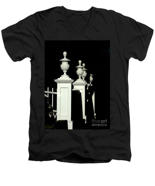 Colonial Fence Men's V-Neck T-Shirt