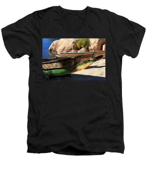 Colorul Canoe Men's V-Neck T-Shirt