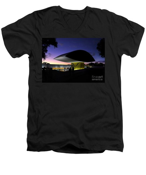 Curitiba - Museu Oscar Niemeyer Men's V-Neck T-Shirt