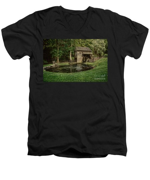Cuttalossa Farm In Summer I Men's V-Neck T-Shirt