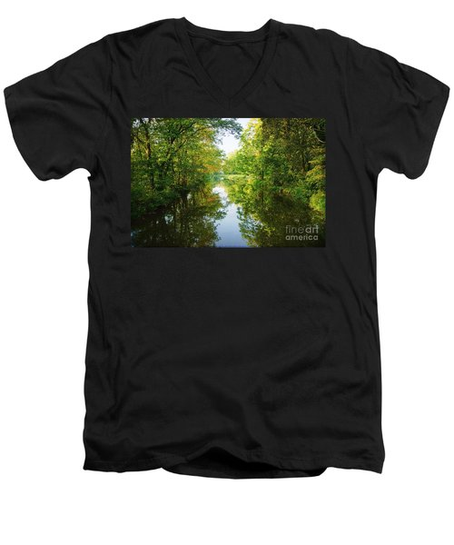 D And R Canal  Men's V-Neck T-Shirt