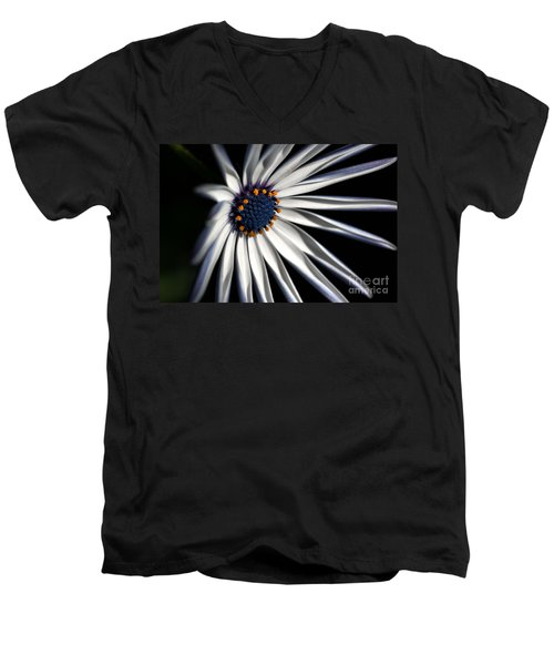 Daisy Heart Men's V-Neck T-Shirt