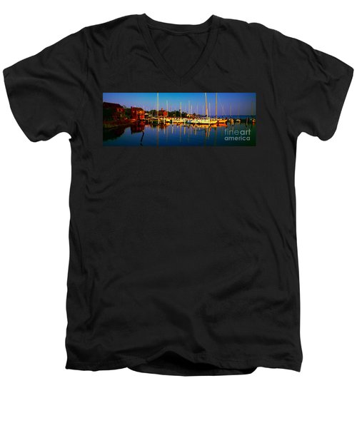 Daytona Beach Florida Inland Waterway Private Boat Yard With Bird   Men's V-Neck T-Shirt