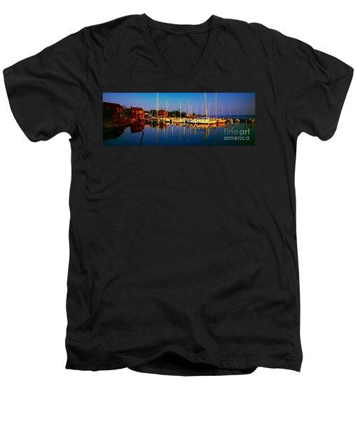 Daytona Beach Florida Inland Waterway Private Boat Yard With Bird   Men's V-Neck T-Shirt