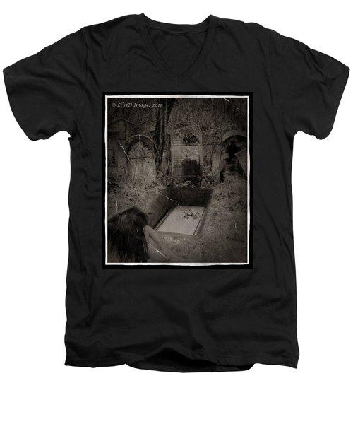 Death Becomes Her Men's V-Neck T-Shirt