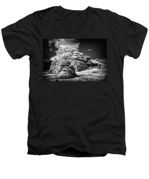 Devils Den - Gettysburg Men's V-Neck T-Shirt