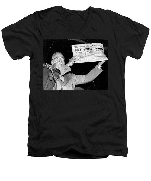 Dewey Defeats Truman Newspaper Men's V-Neck T-Shirt