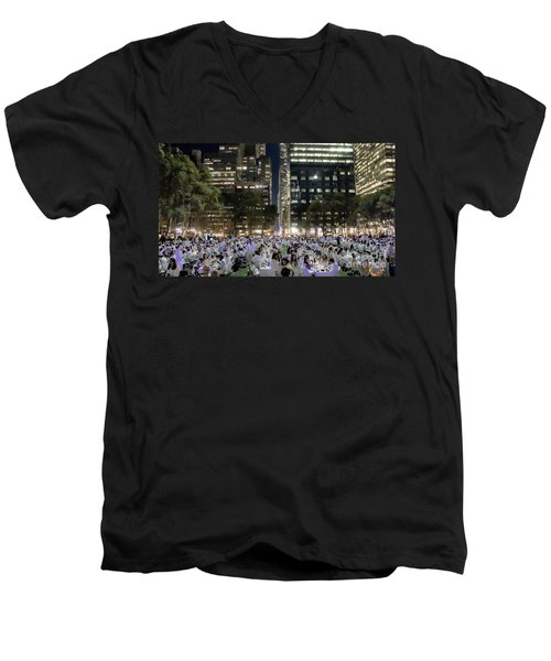 Diner En Blanc New York 2013 Men's V-Neck T-Shirt