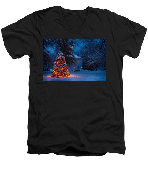 Christmas At The Richmond Round Church Men's V-Neck T-Shirt