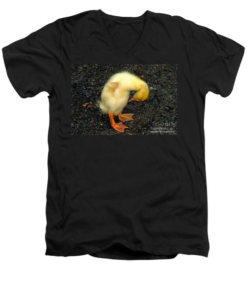 Duckling Takes A Bow Men's V-Neck T-Shirt