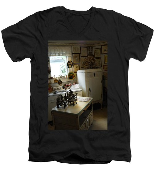 Early Fifty's Kitchen Men's V-Neck T-Shirt