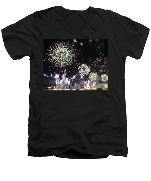 Men's V-Neck T-Shirt featuring the photograph Fireworks Over The Hudson River by Lilliana Mendez
