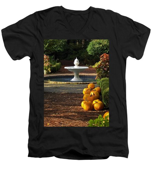 Men's V-Neck T-Shirt featuring the photograph Fountain And Pumpkins At The Elizabethan Gardens by Greg Reed