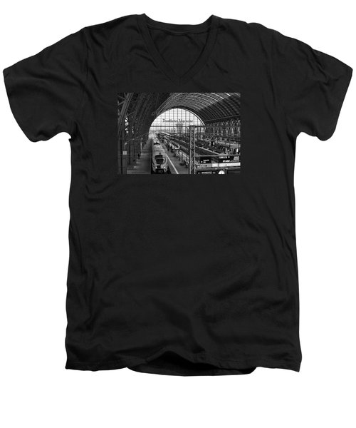 Frankfurt Bahnhof - Train Station Men's V-Neck T-Shirt