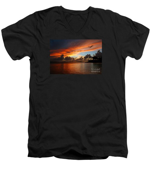 Garita En Atardecer Men's V-Neck T-Shirt