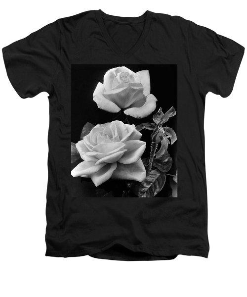 'george Arends' Roses Men's V-Neck T-Shirt