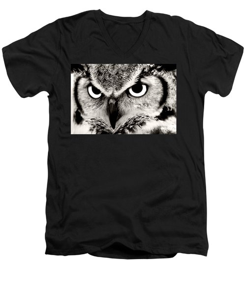 Great Horned Owl In Black And White Men's V-Neck T-Shirt