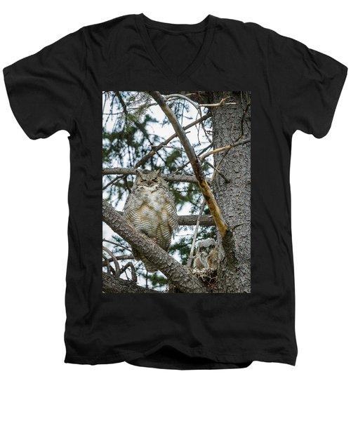 Great Horned Owl Men's V-Neck T-Shirt