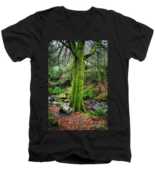 Green Green Moss Men's V-Neck T-Shirt