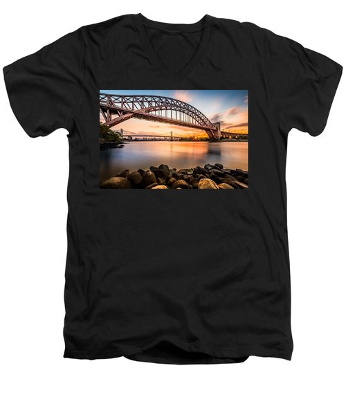 Hell Gate And Triboro Bridge At Sunset Men's V-Neck T-Shirt