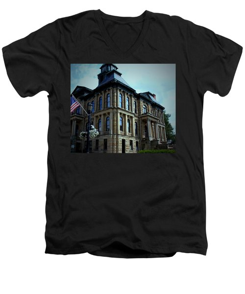 Holmes County Ohio Courthouse Men's V-Neck T-Shirt