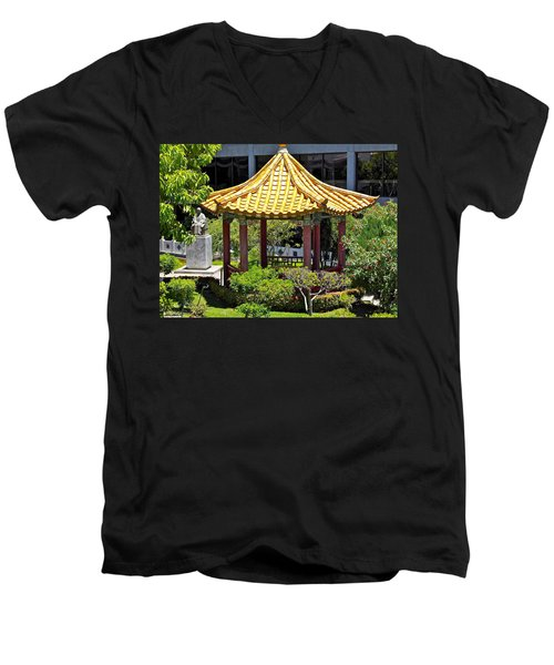 Honolulu Airport Chinese Cultural Garden Men's V-Neck T-Shirt
