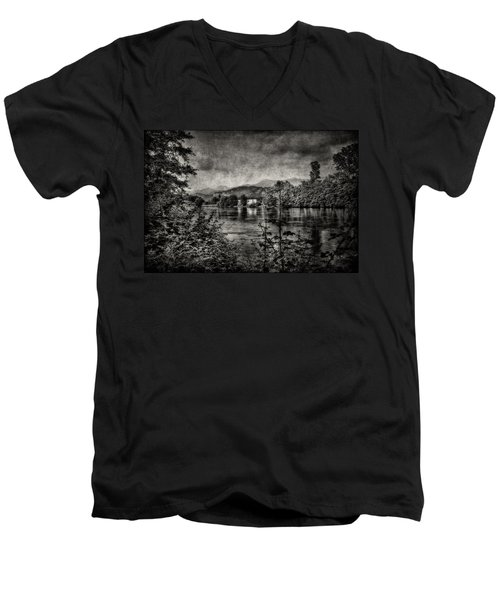 House On The River Men's V-Neck T-Shirt