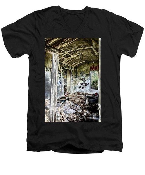 In Ruins Men's V-Neck T-Shirt