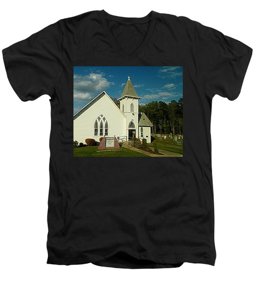Indian Mission United Methodist Church Harbeson Delaware Men's V-Neck T-Shirt