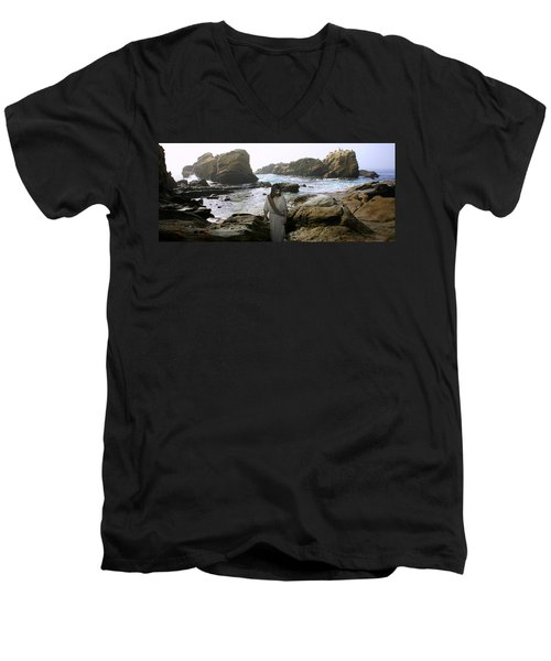 Jesus Christ- In The Company Of Angels Men's V-Neck T-Shirt