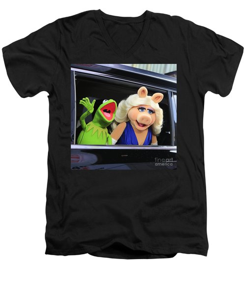 Kermit Takes Miss Piggy To The Movies Men's V-Neck T-Shirt by Nina Prommer