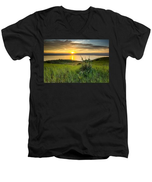 Lake Oahe Sunset Men's V-Neck T-Shirt