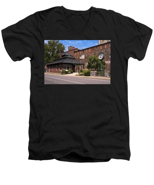 Lititz Pennsylvania Men's V-Neck T-Shirt