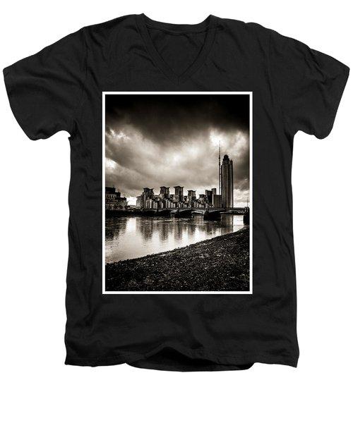 London Drama Men's V-Neck T-Shirt