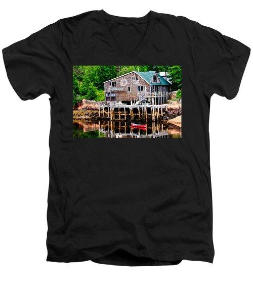 Maine Scene Men's V-Neck T-Shirt