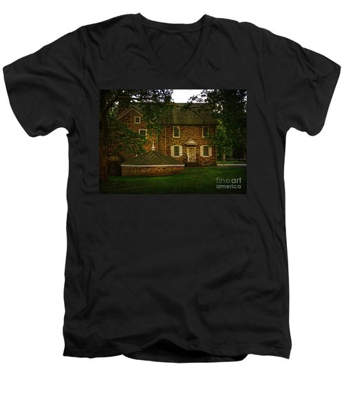 Men's V-Neck T-Shirt featuring the photograph Mcconkey's Ferry Inn by Debra Fedchin