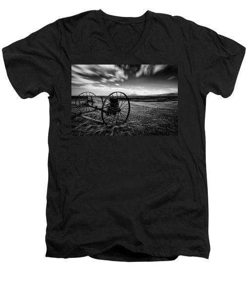 Modrudalur Men's V-Neck T-Shirt