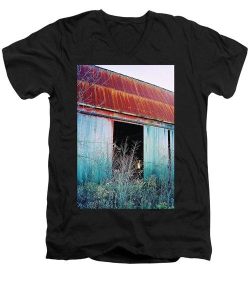 Men's V-Neck T-Shirt featuring the photograph Monroe Co. Michigan Barn by Daniel Thompson